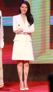 高圆圆白色上衣活动照_【图】高圆圆白色上衣配镂空花朵半裙清新优